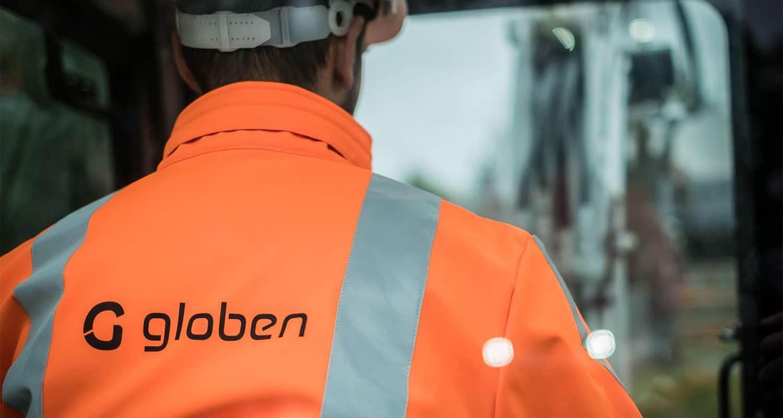 Een bouwmedewerker aan het werk bij Globen.
