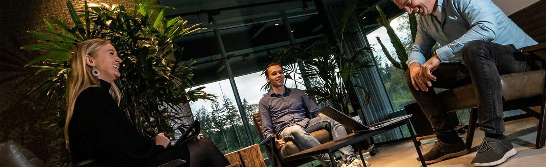 Accountmanagers bij Globen aan het werk in de sales.