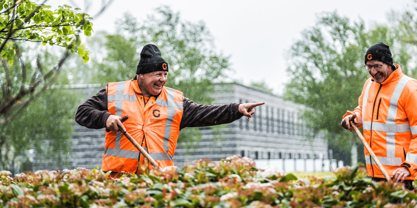 Medewerkers groenvoorziening zonder ervaring aan het werk